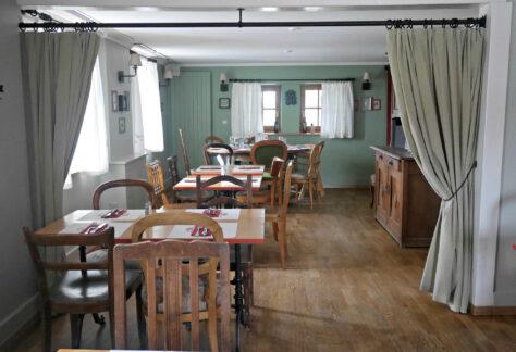Chalet-des-Enfants_Upstairs-Dining-Room