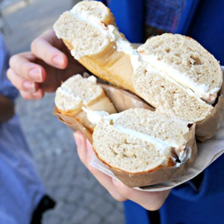 bagel-bagel-closeup
